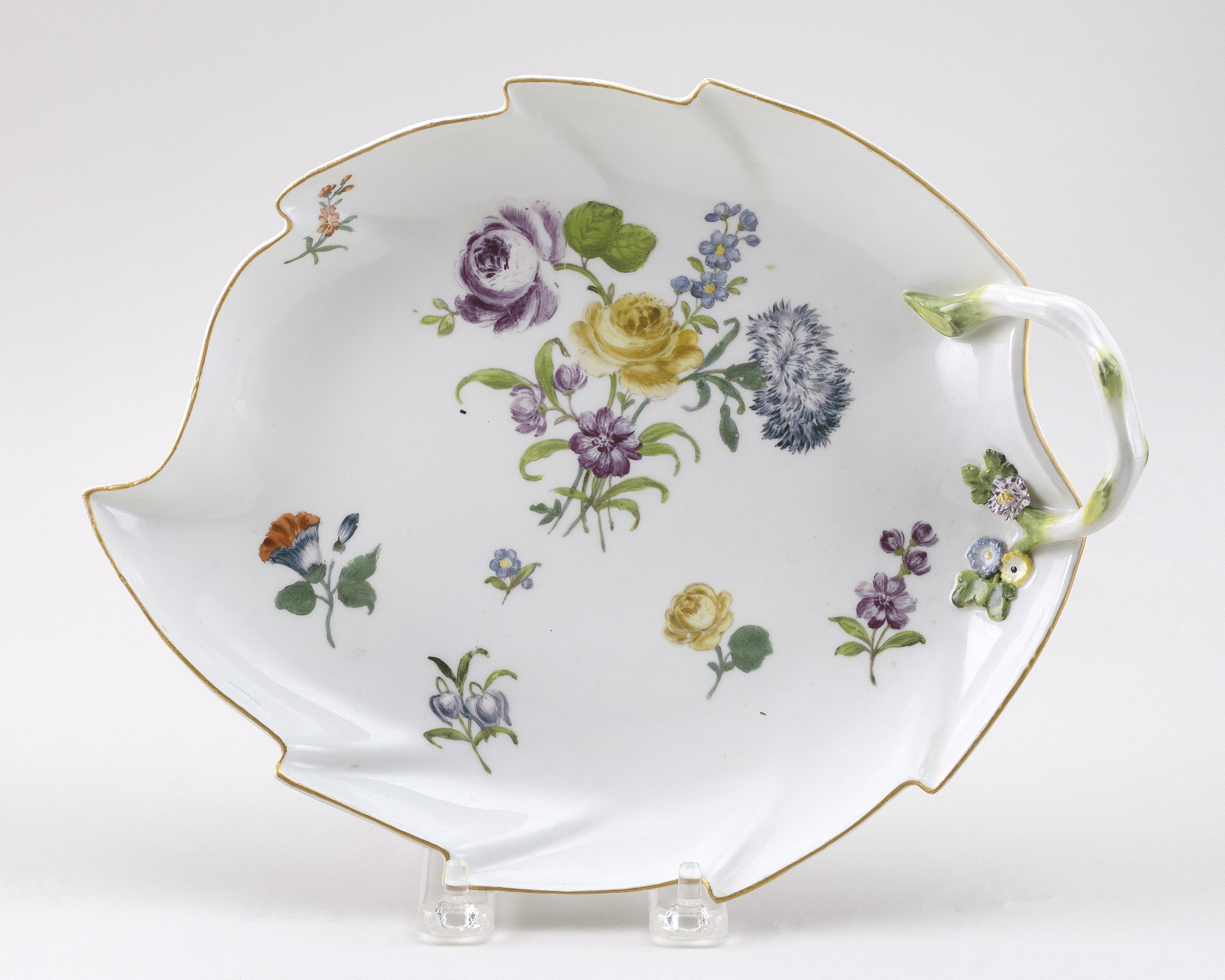 """MEISSEN PORCELAIN LEAF-FORM DISH Germany, Second-Third Quarter of the 19th Century Length 10""""."""