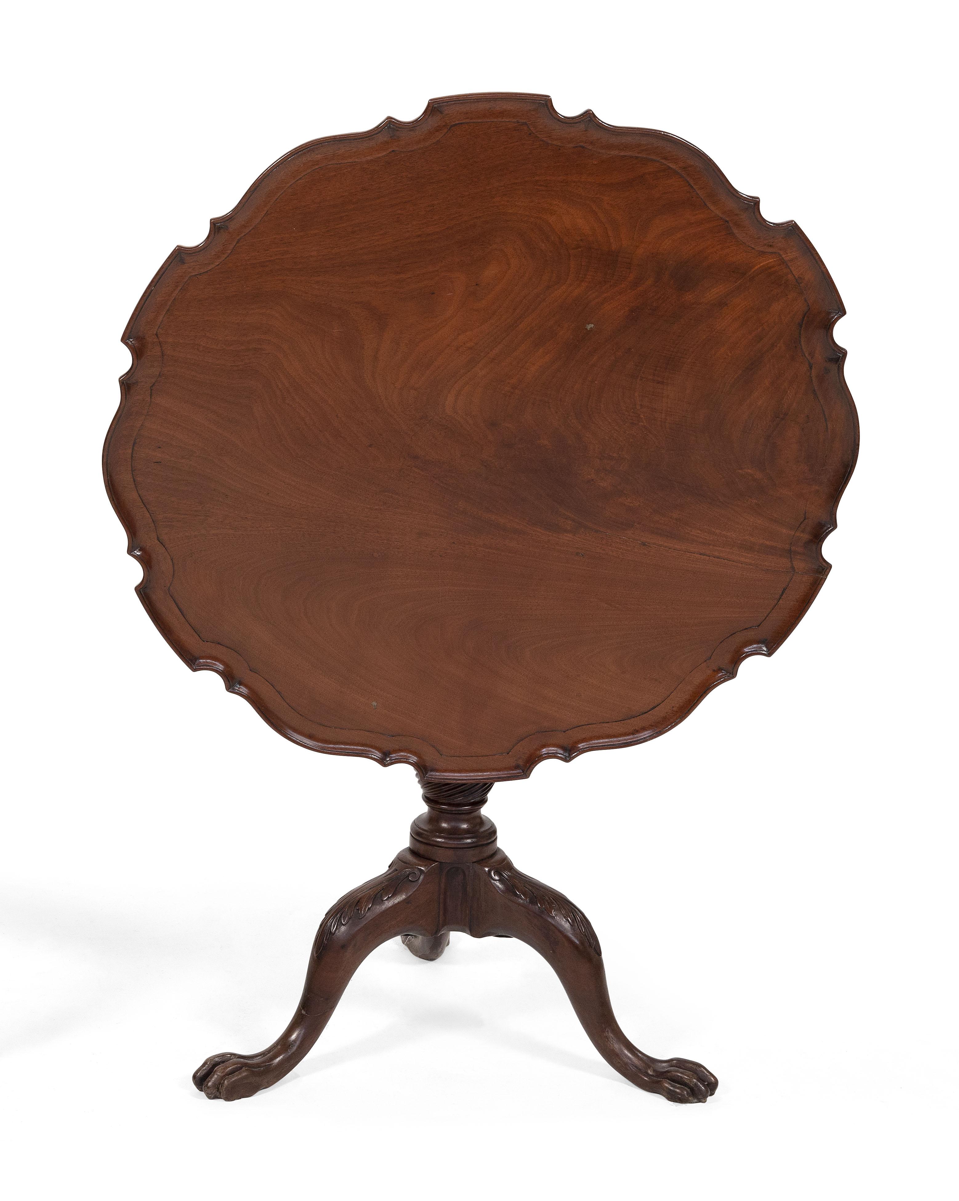 CHIPPENDALE TILT-TOP TEA TABLE Circa 1780 Height 27