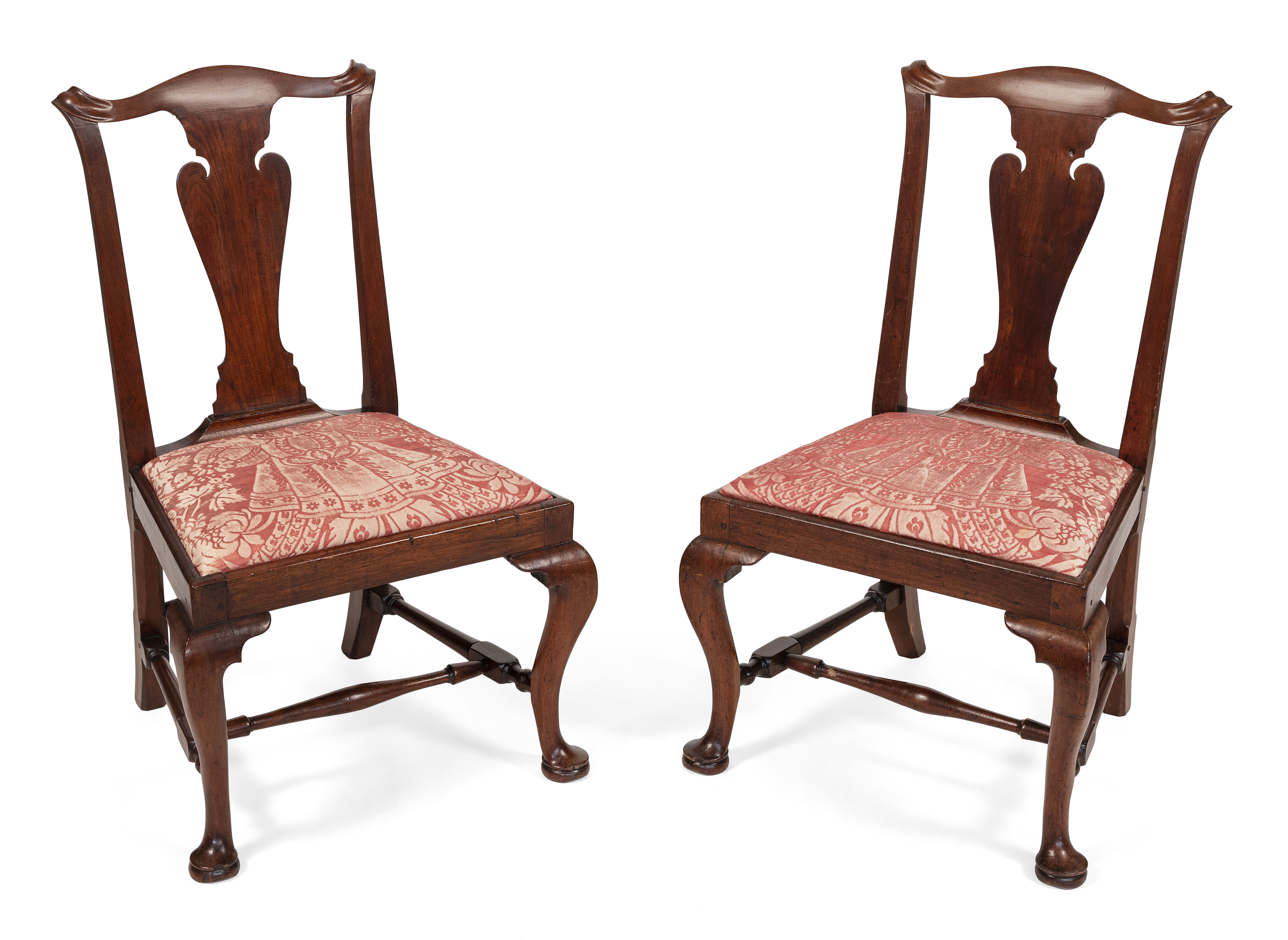 PAIR OF QUEEN ANNE TRANSITIONAL SIDE CHAIRS Eastern Massachusetts, Circa 1770 Back heights 37.5