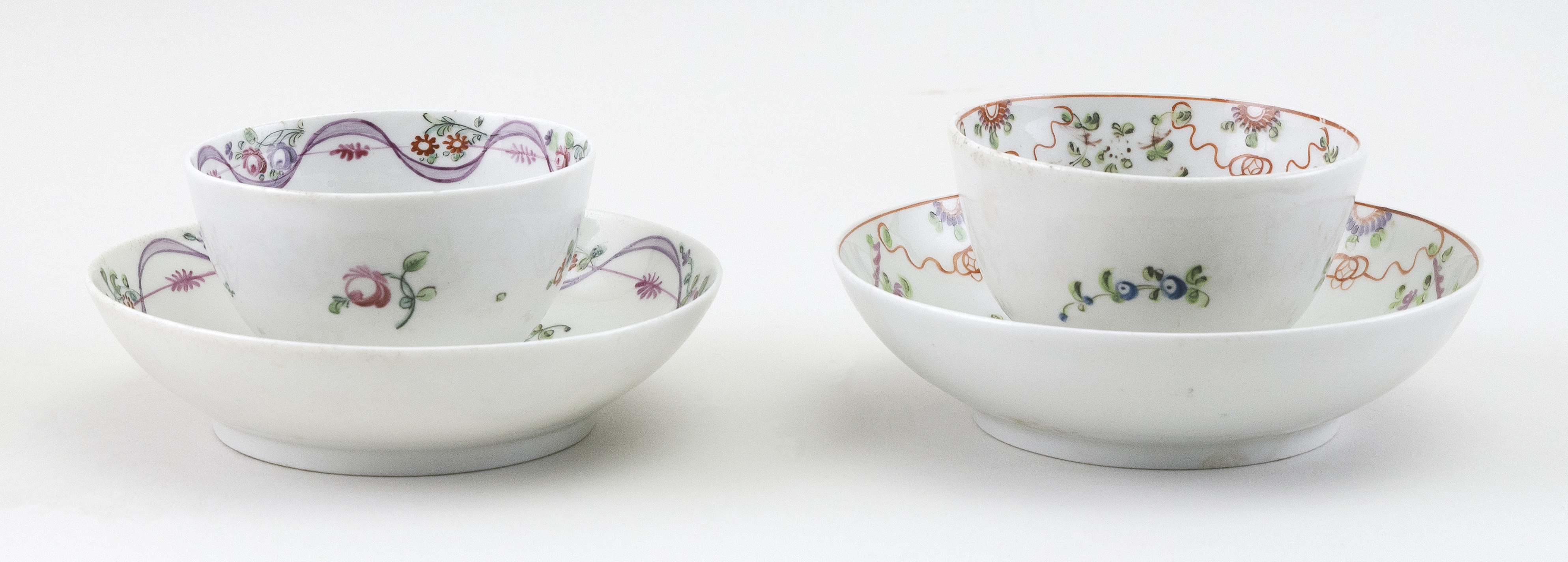 TWO PORCELAIN TEA BOWLS AND SAUCERS ATTRIBUTED TO BRISTOL Late 18th/Early 19th Century Saucer diameters 5