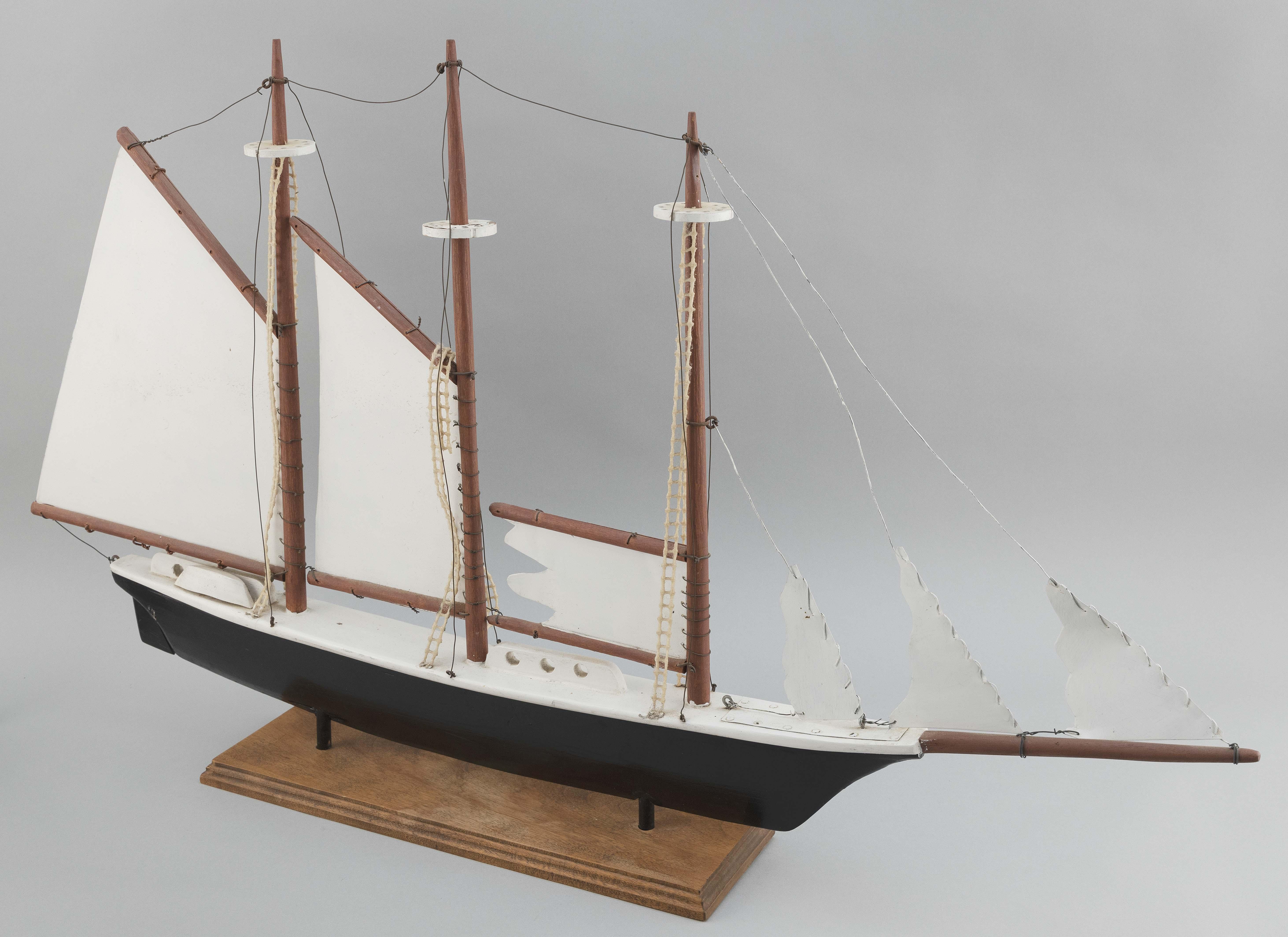 "THREE-MASTED SHIP WEATHER VANE 20th century Length 37""."