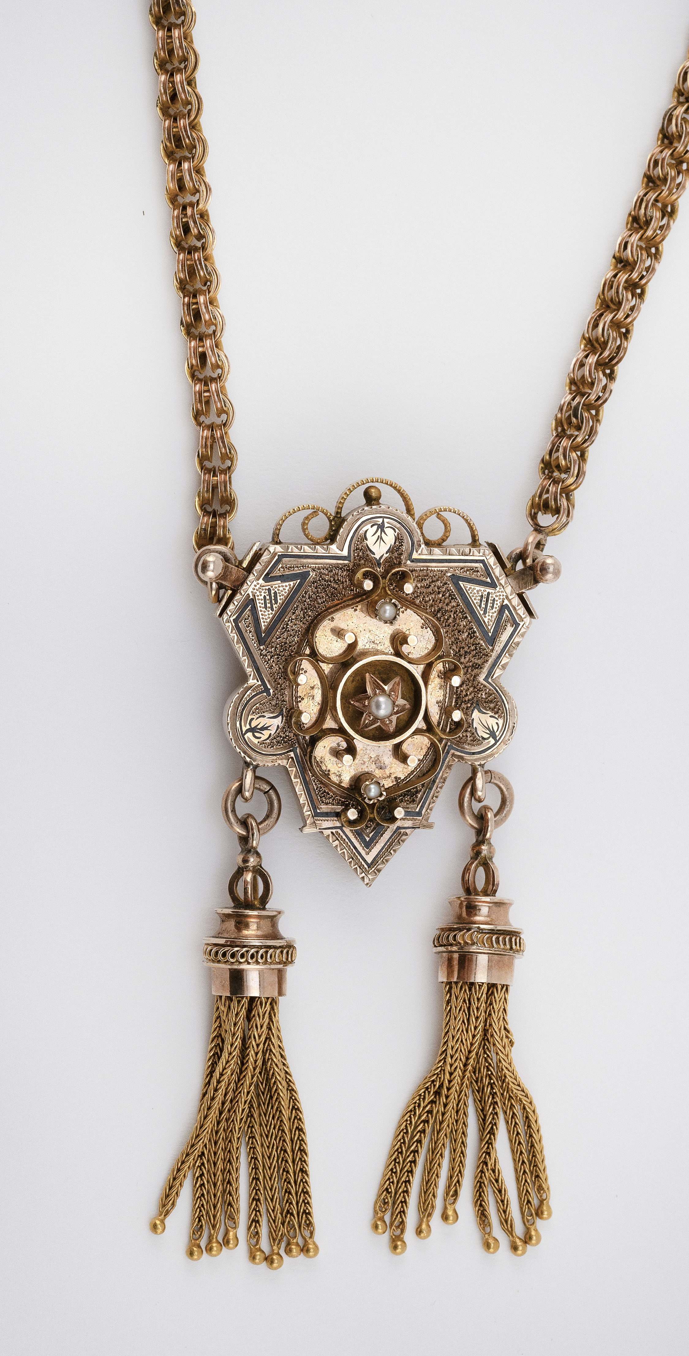 VICTORIAN GOLD, ENAMEL AND SEED PEARL NECKLACE Approx. 23.53 dwt.