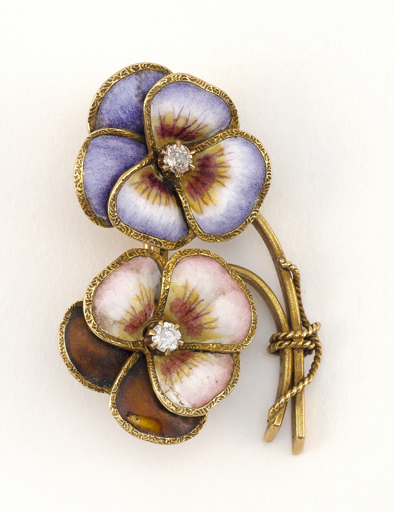 ANTIQUE GOLD, DIAMOND AND ENAMEL PIN FORMED AS TWO PANSIES Early 20th Century Approx. 6.52 dwt.