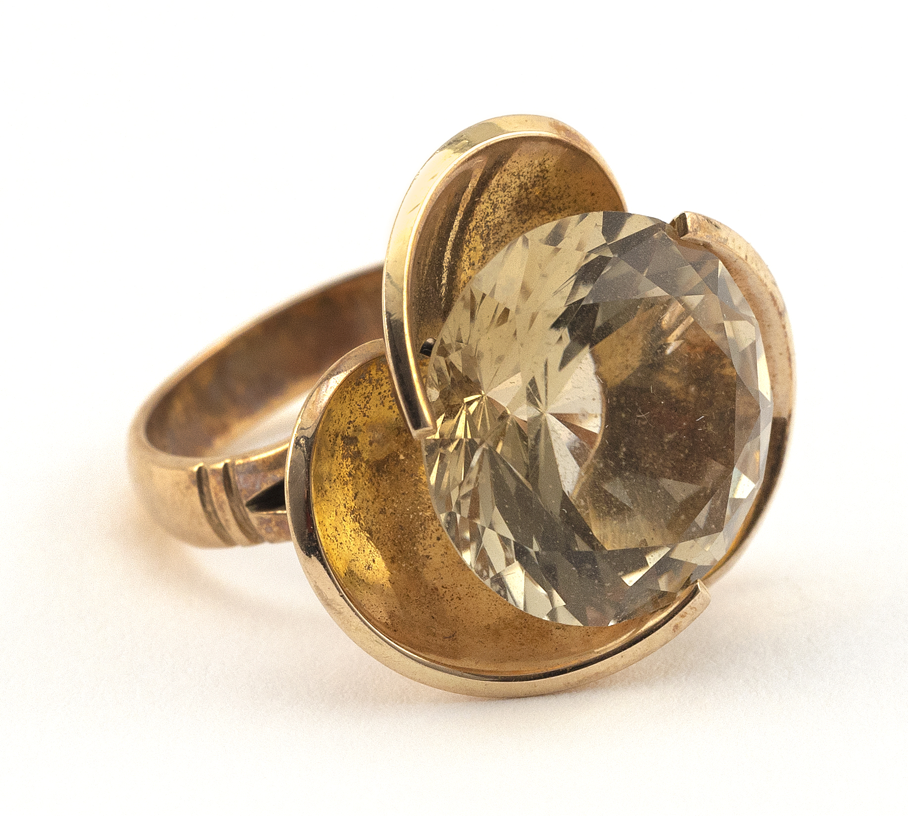VINTAGE 14KT GOLD AND CITRINE COCKTAIL RING Approx. 5.62 total dwt.