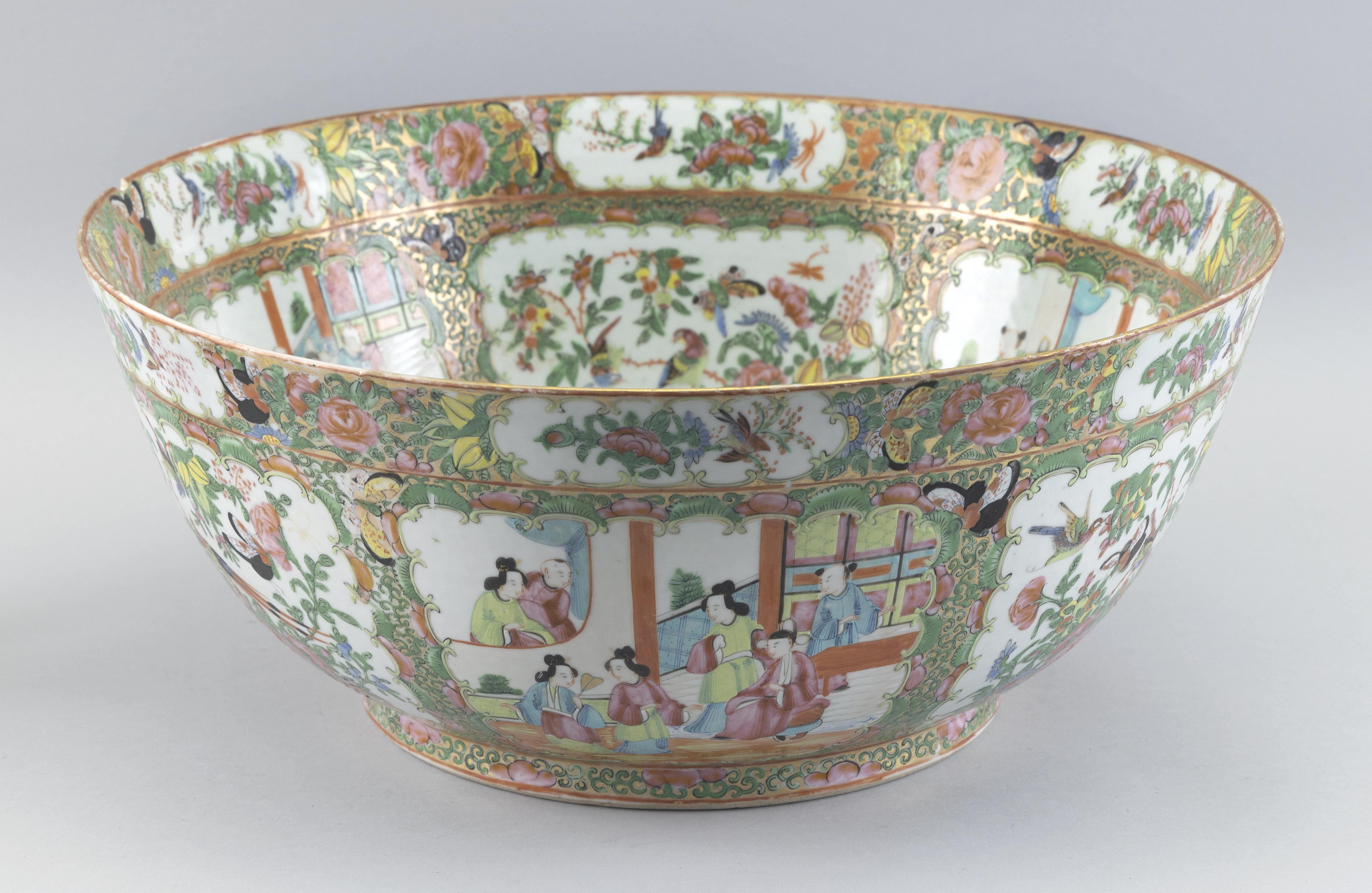 CHINESE EXPORT ROSE MEDALLION PORCELAIN PUNCH BOWL Last Half of the 19th Century Height 7
