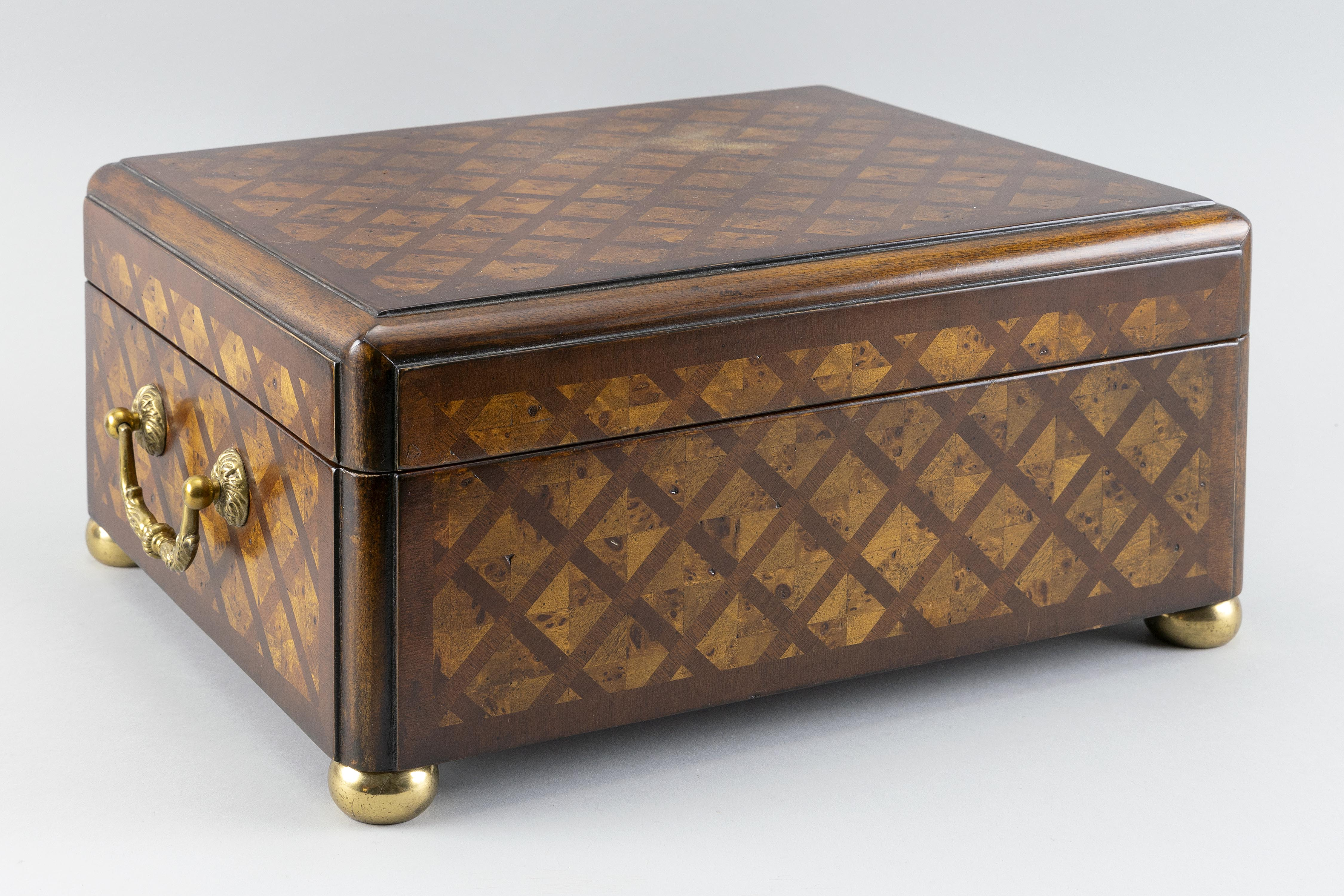 PARQUETRY BOX Contemporary Height 7