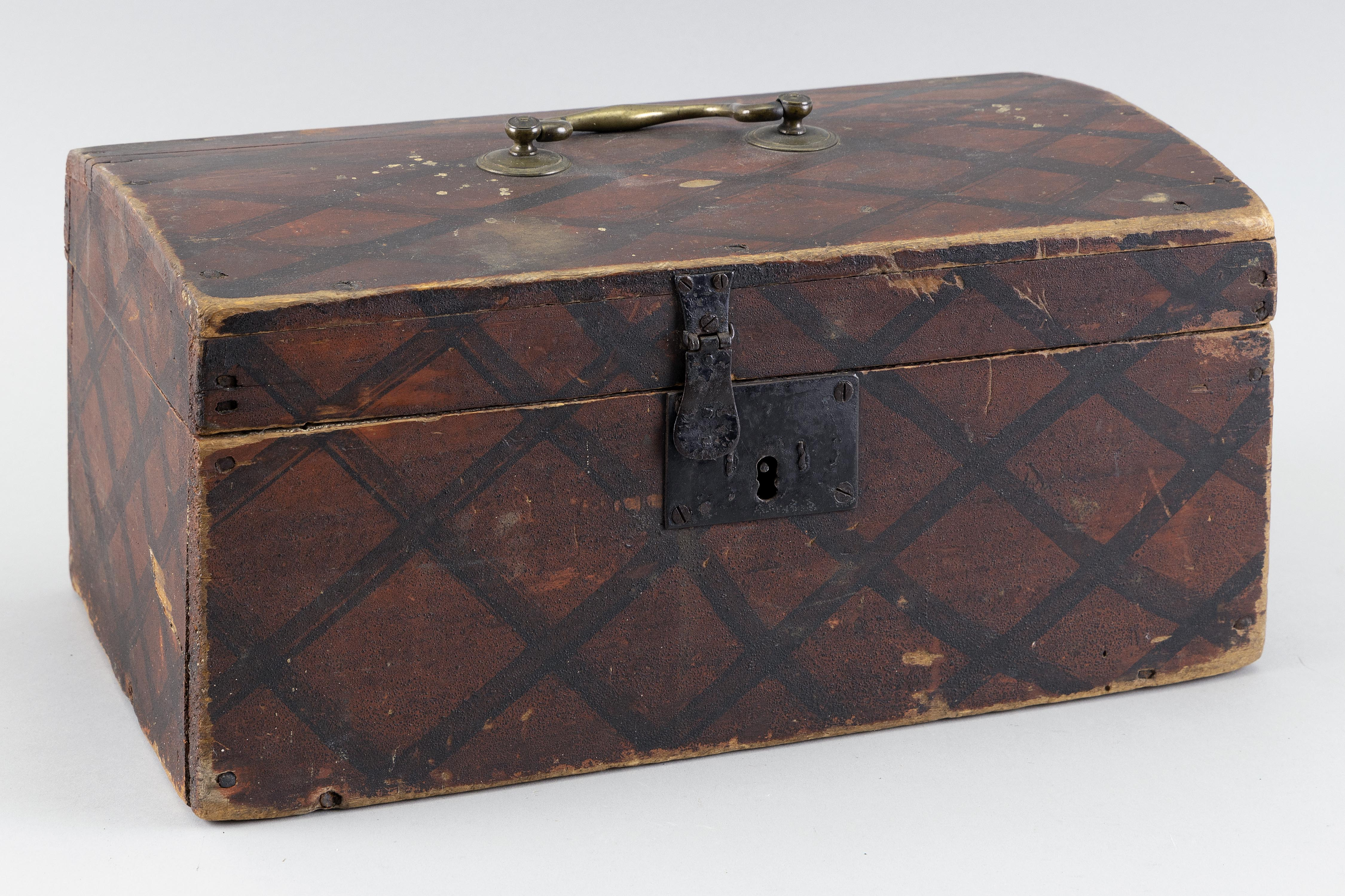PAINTED WOODEN DOCUMENT BOX America, First Half of the 19th Century Height 7.5